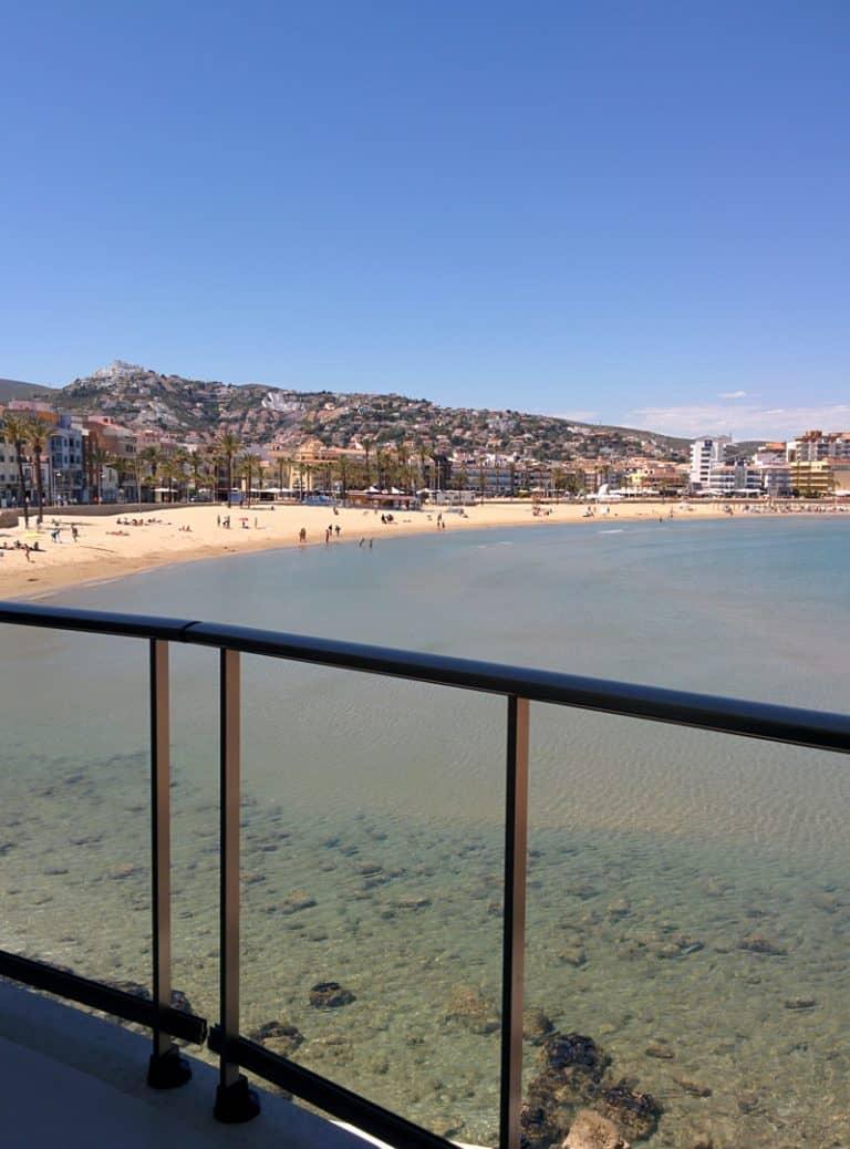 Vistas a la playa de Peñiscola desde una Habitación Frente al Mar.